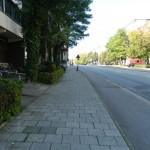 Unterrichtsort auf linker Straßenseite